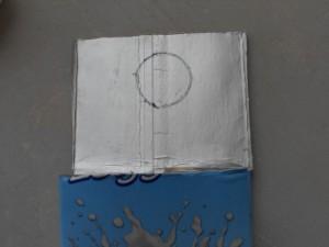 prendere la sagoma del cerchio del tappo del tetrapak con un pennarello