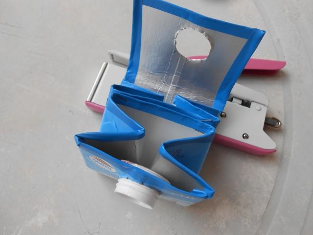 unire il lati interni del borsellino con la spillatrice, creando due tasche